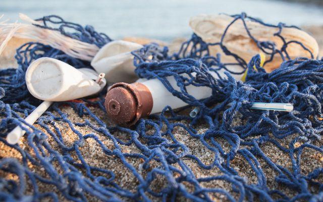 Kleding gemaakt van oceaanplastic - heeft het zin?